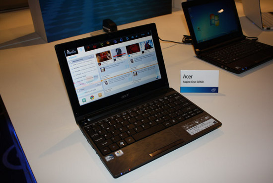 Intel Moorestown, prime foto di MeeGo su tablet e netbook